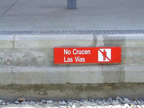 no-crucen-las-vias.jpg